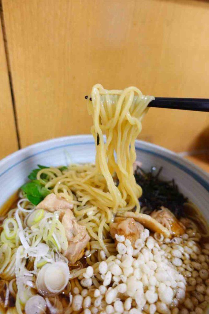 鳥中華の麺リフト