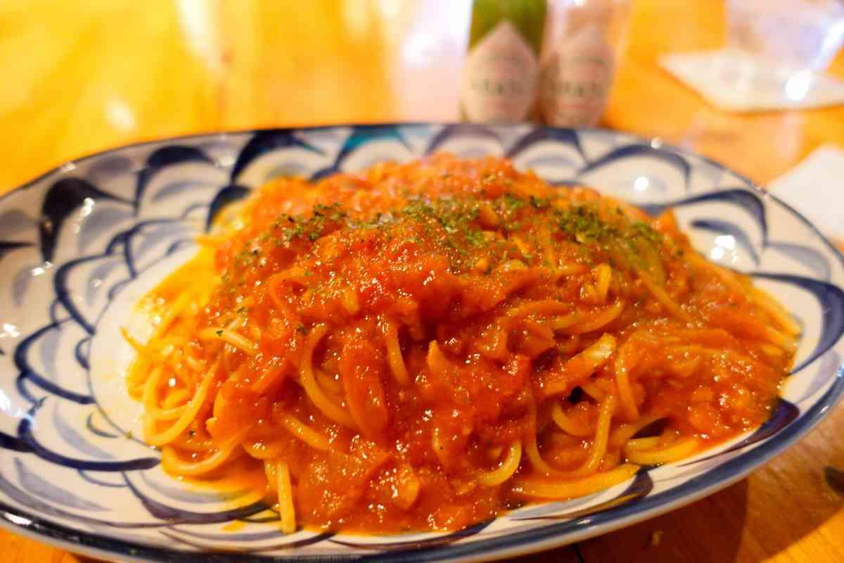 無国籍料理一風(いっぷう)のニンニクトマトパスタ