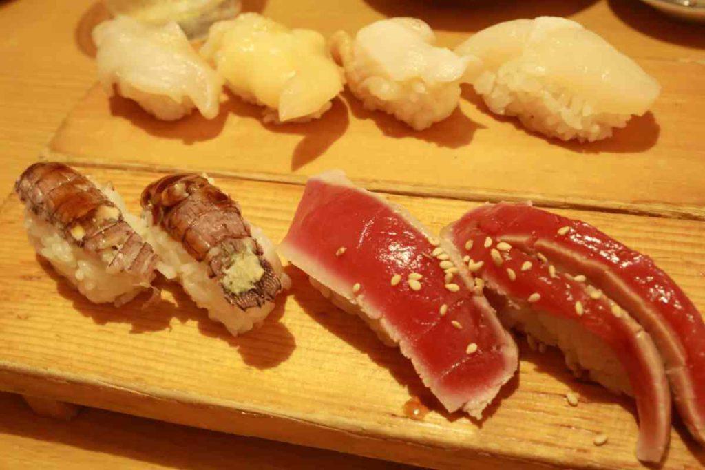 貝、シャコ、マグロ漬け寿司
