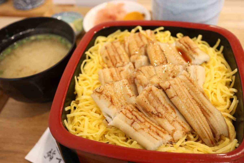 穴子丼 1,200円(税別)
