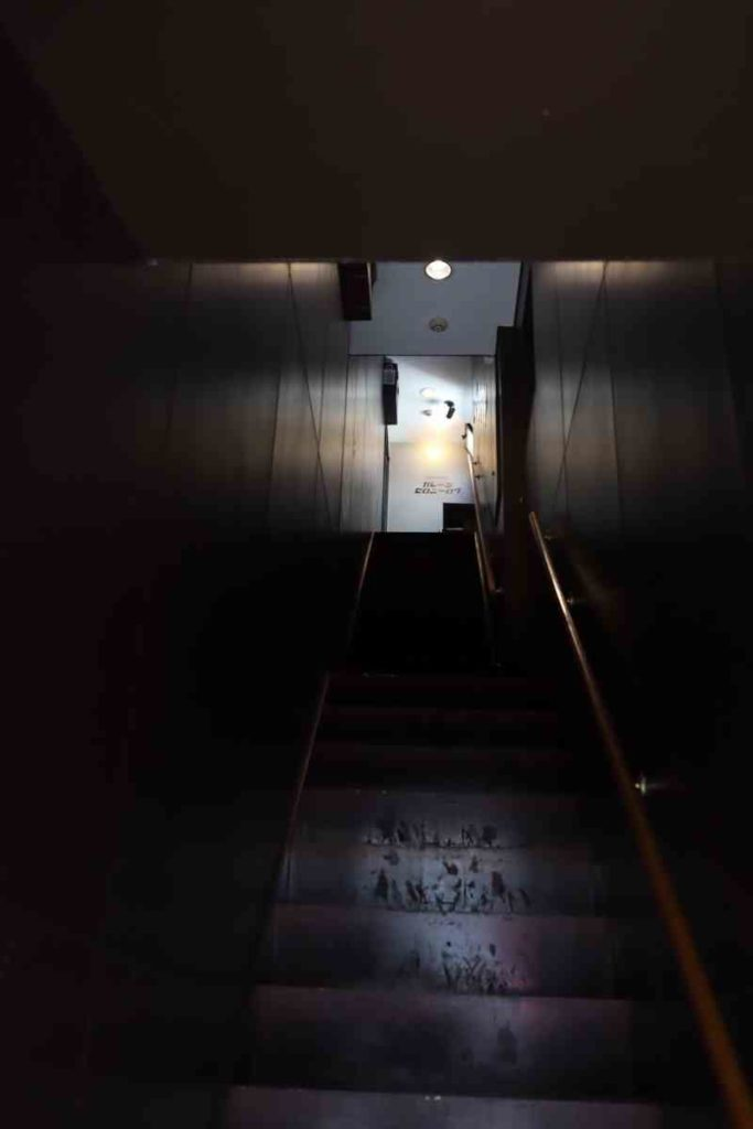ガレージゼロニーロクの階段