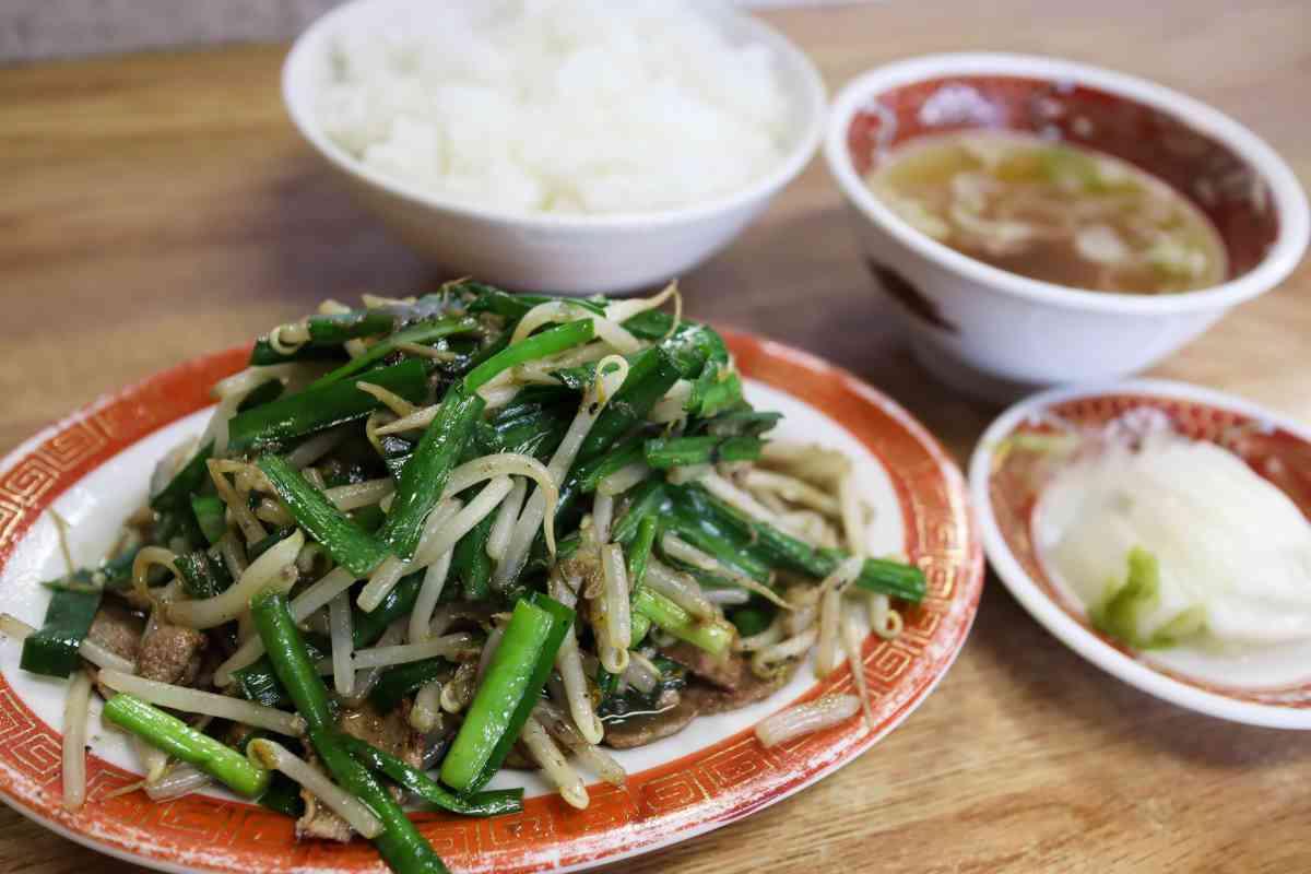 栄龍の疲労回復ニラレバ炒め定食