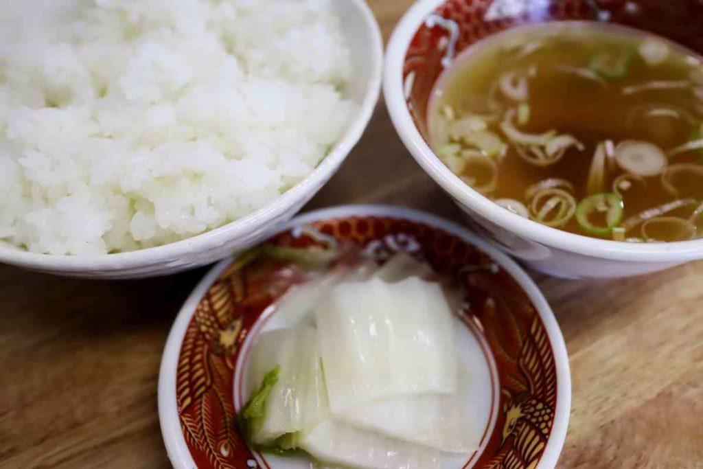 御飯、スープ、お漬物