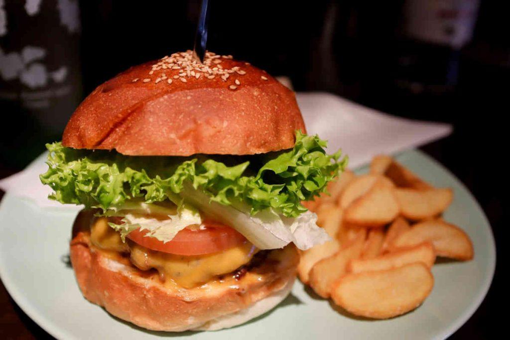 チーズバーガー 1,000円 ポテト 100円