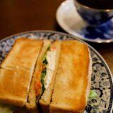 COFFEE & ROASTER 2-3の自家製カッテージチーズと海老のサンドウィッチ