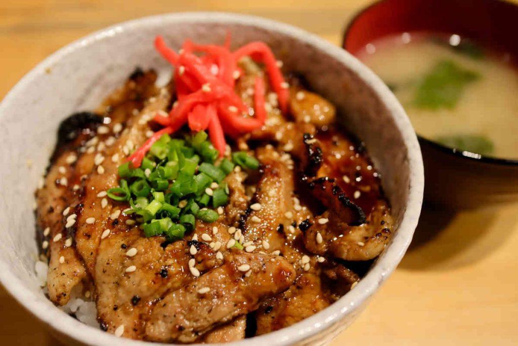 味噌豚丼 780円