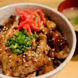 やきとん まるじ的ランチが始まる。ご飯がススム味噌豚丼を食べてきた