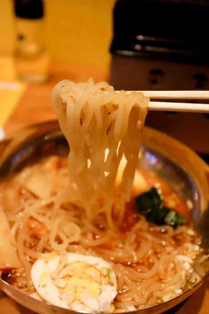 冷麺の麺リフト