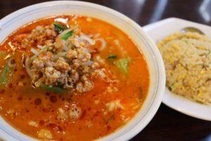 中華料理 家宴の担々麺と半チャーハンのセットは美味しくてボリューム満点