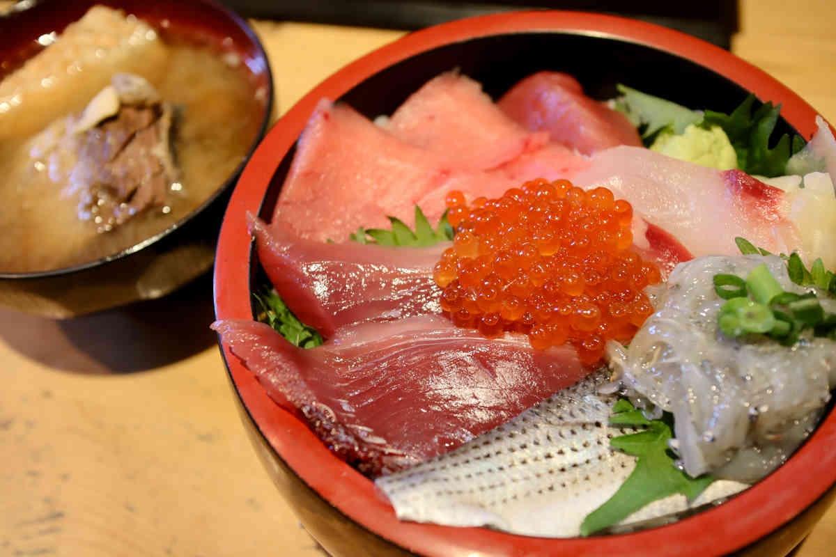 三友蓮の春の美味6種盛り丼