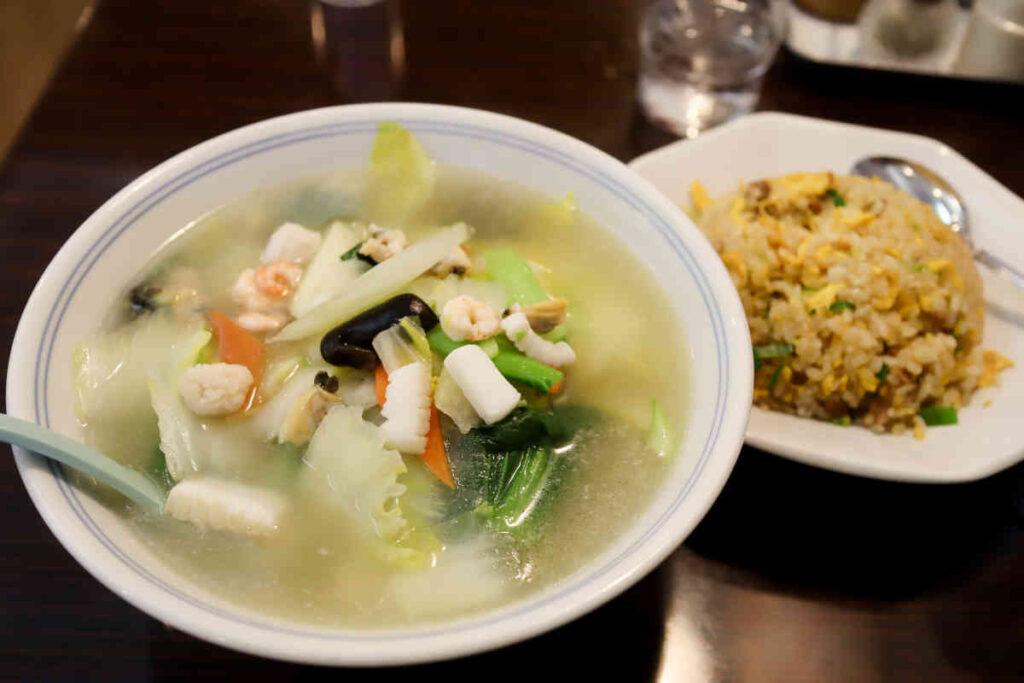 海鮮タンメンと半チャーハン