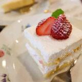 カフェ コロラドの手作りケーキ、イチゴのケーキとクリームチーズケーキ