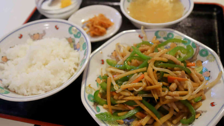 中華料理 皇庭餃子房の青椒肉絲(チンジャオロース)定食