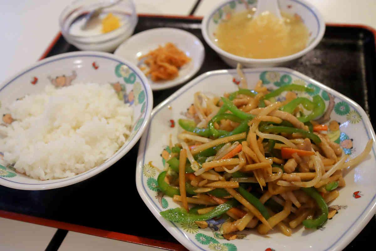 青椒肉絲 980円