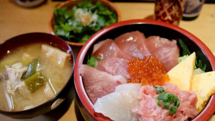 鮮魚店直営 三友蓮の日替り木曜スペシャル6種丼と鰹のたたきと日本酒