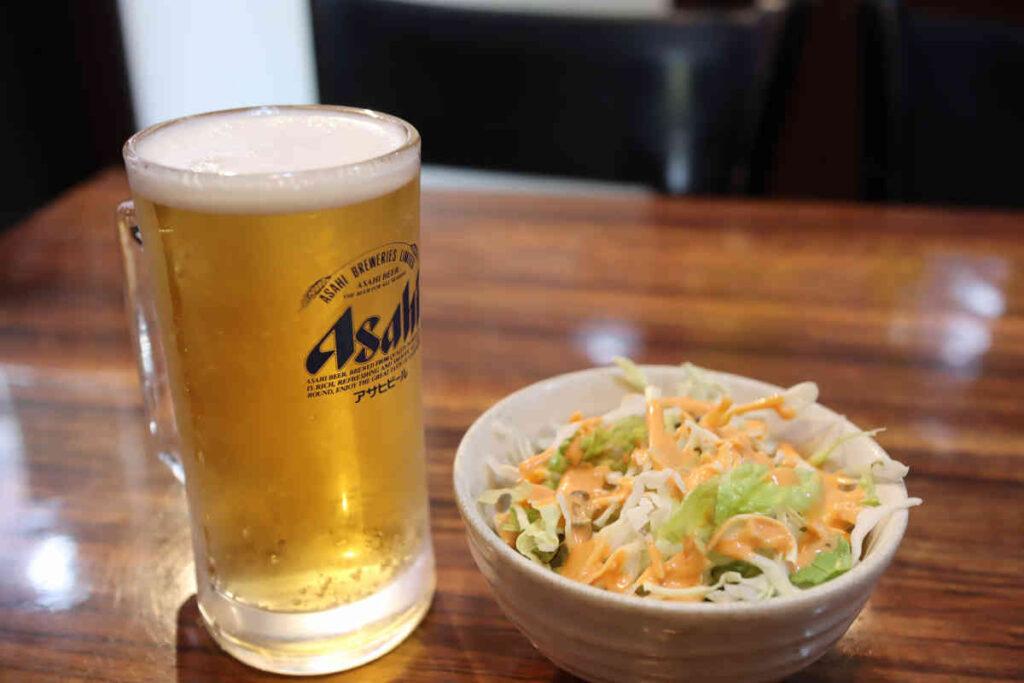 ランチビール 300円とランチサラダ