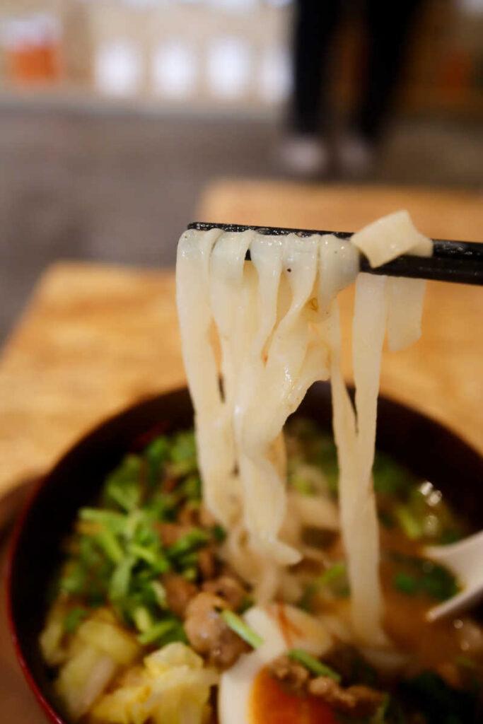 ルーロー担々麺の麺