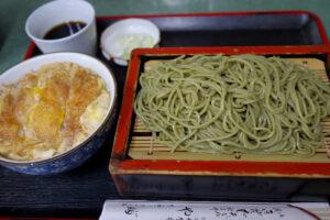 明大前 蕎麦屋『やぶそば』のカツ丼と茶蕎麦のセットで美味しく満腹