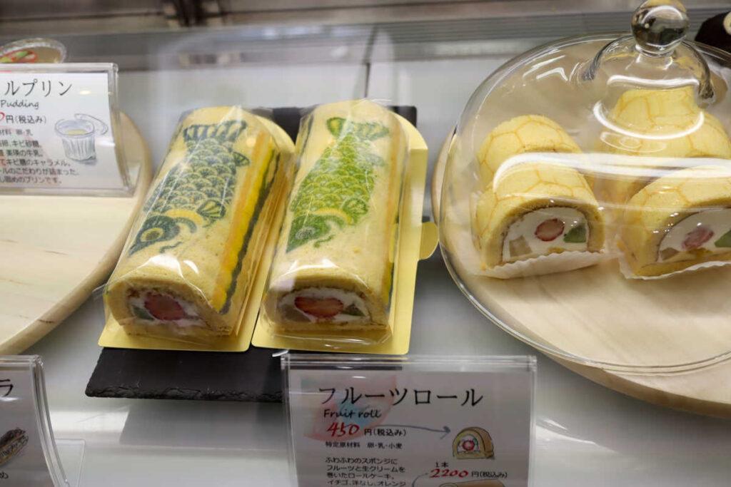 鯉のぼりフルーツロールケーキ