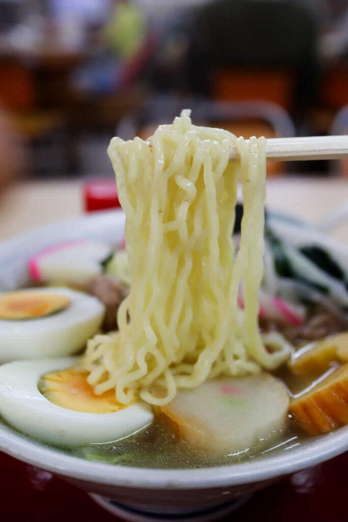 五目ラーメンの麺