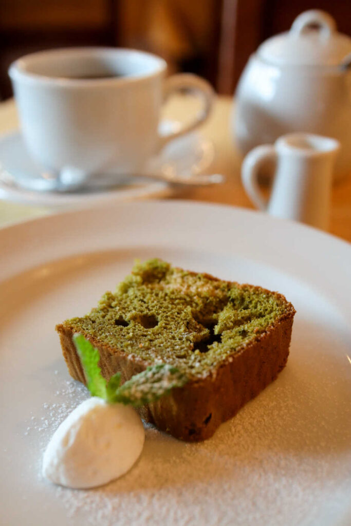 トニーノの抹茶のシフォンケーキとコーヒー