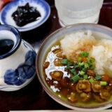 寿々木家の焼酎そば湯割り、なめこおろし、親子丼
