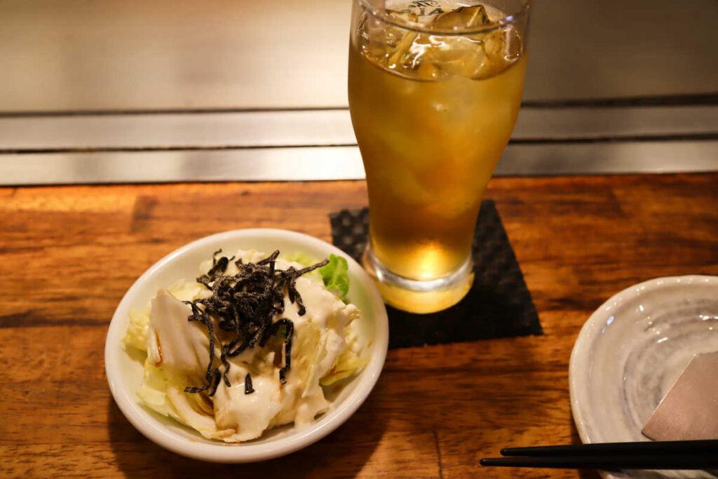 白菜サラダとジャスミン茶