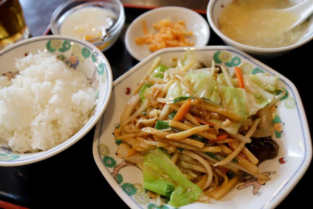 皇庭餃子房の豚肉五目野菜炒め