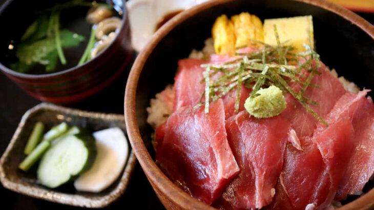海鮮居酒屋『爺』の生本まぐろ鉄火丼と塩レモンソーダ