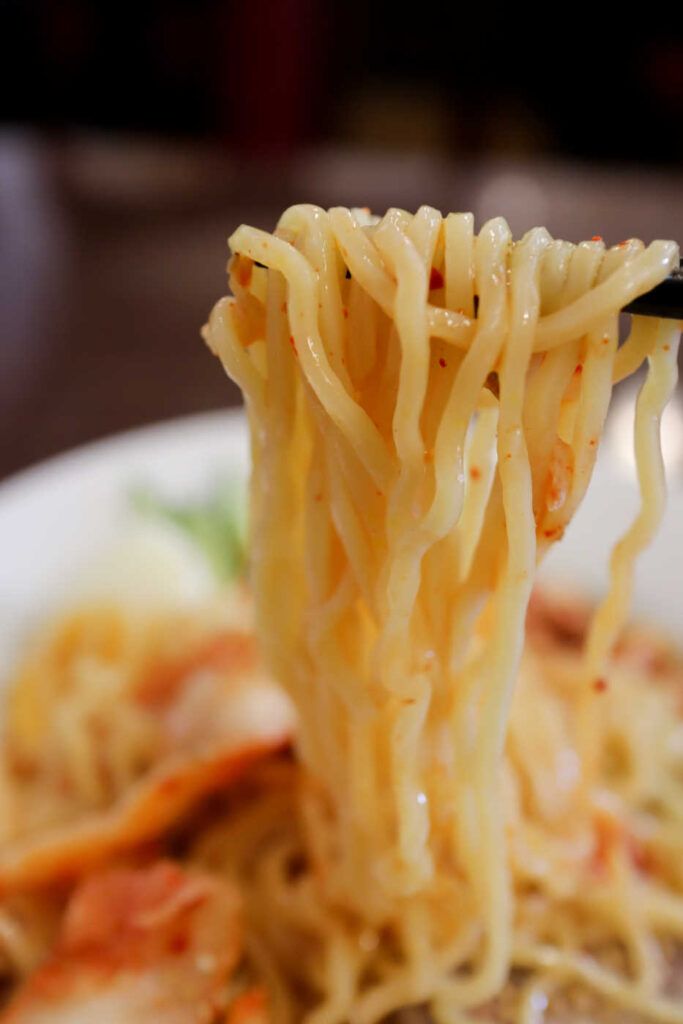 キムチ冷麺の麺リフト