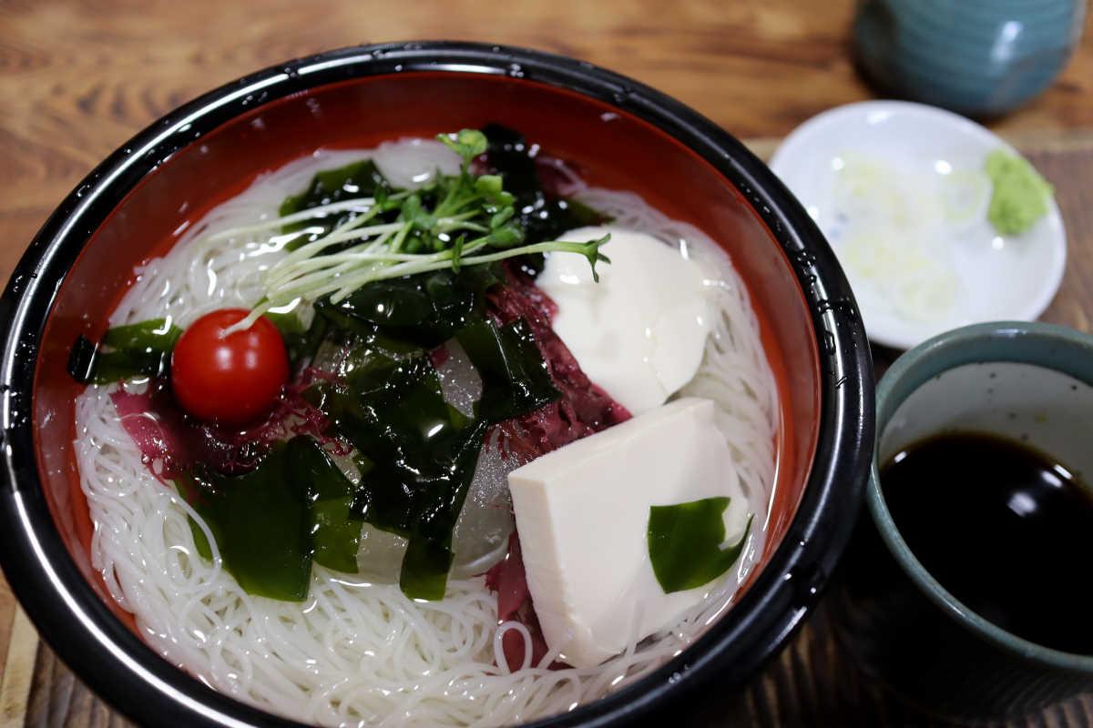 蕎麦 昌久(しょうきゅう)のひんやり冷たい海藻そうめん