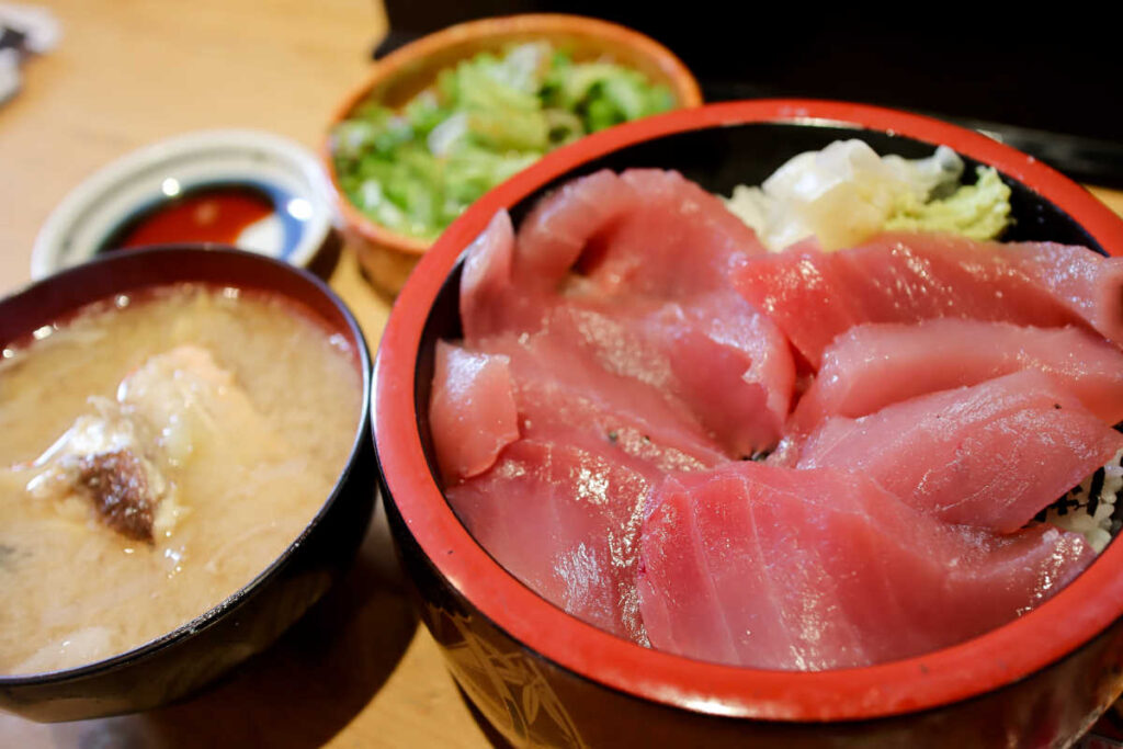 三友蓮の近海の生マグロ鉄火丼