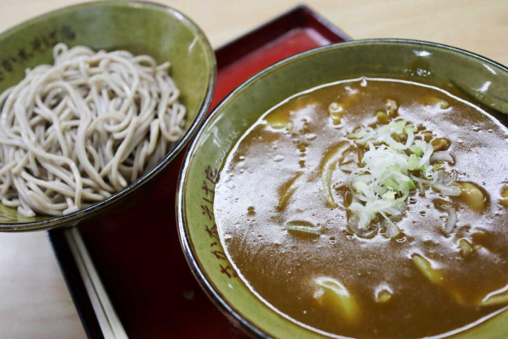 下高井戸 さか本そば店のカレーつけ麺(蕎麦)