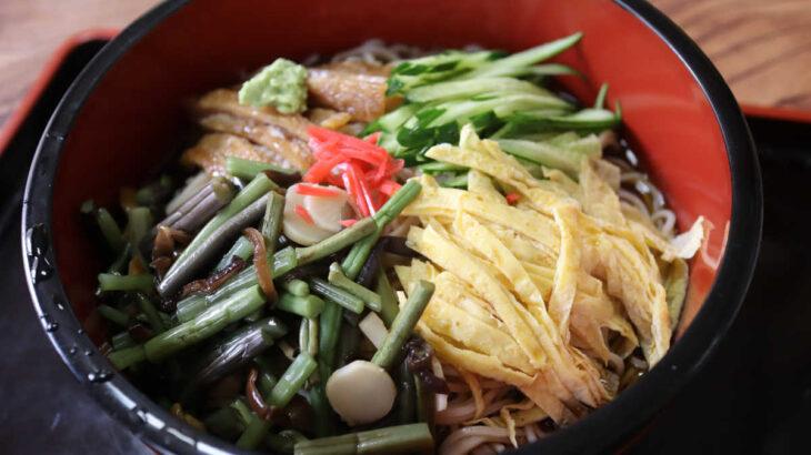 松月庵の夏季限定の冷やし山菜蕎麦