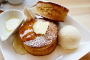 明大前 COTORO(コトロ)のスコーンのような極厚パンケーキが美味