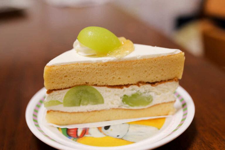タトル明大前洋菓子店のシャインマスカットのショートケーキ