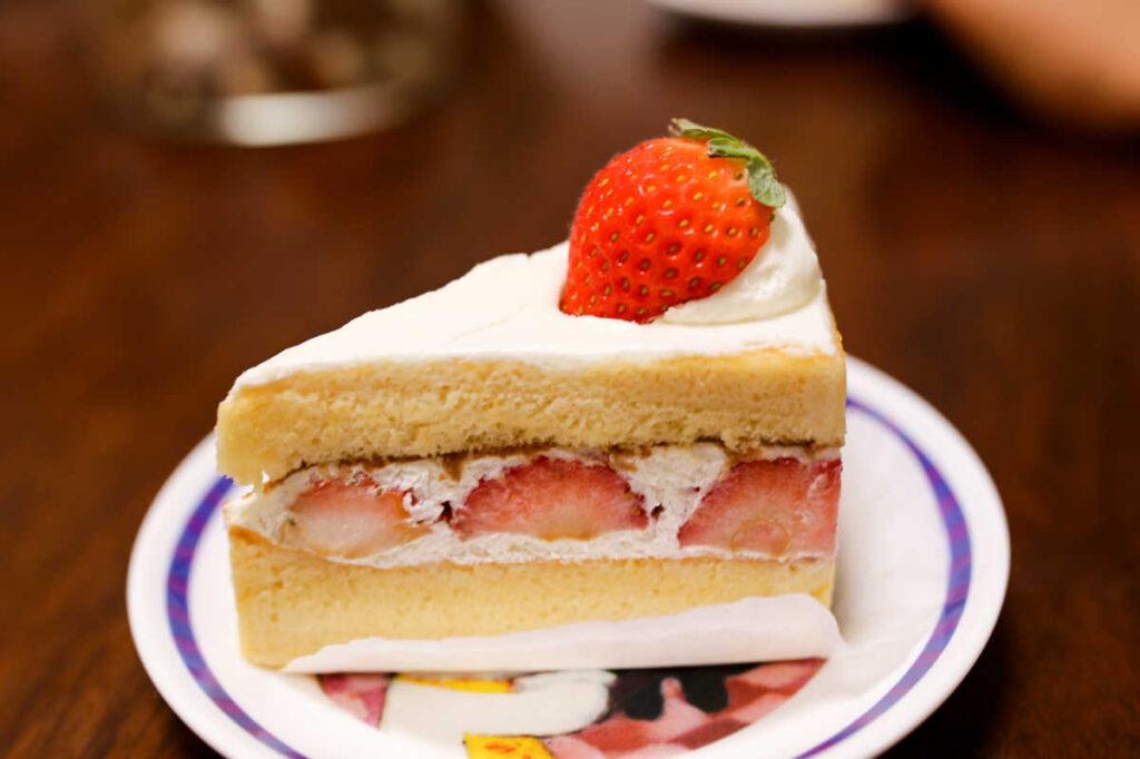 タトル明大前洋菓子店の夏秋いちごのショートケーキ